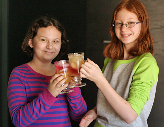 Drinks for Kids for New Year's Eve #NYE @makeandtakes.com