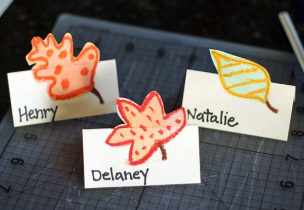 DIY place cards with pop-up autumn leaves