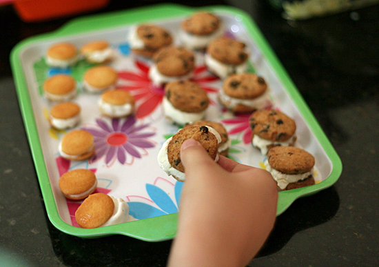 mini-cookie-ice-cream-sandwiches2