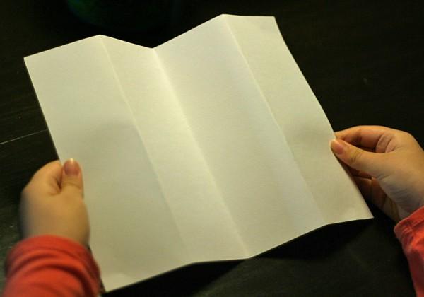 Accordion folding paper