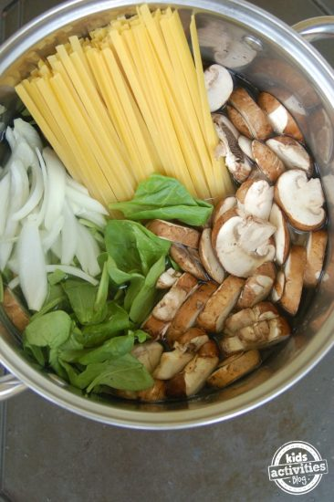 one-pot-pasta-with-mushrooms-and-spinach