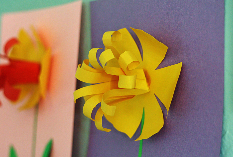 paper-daffodils-center-closeup