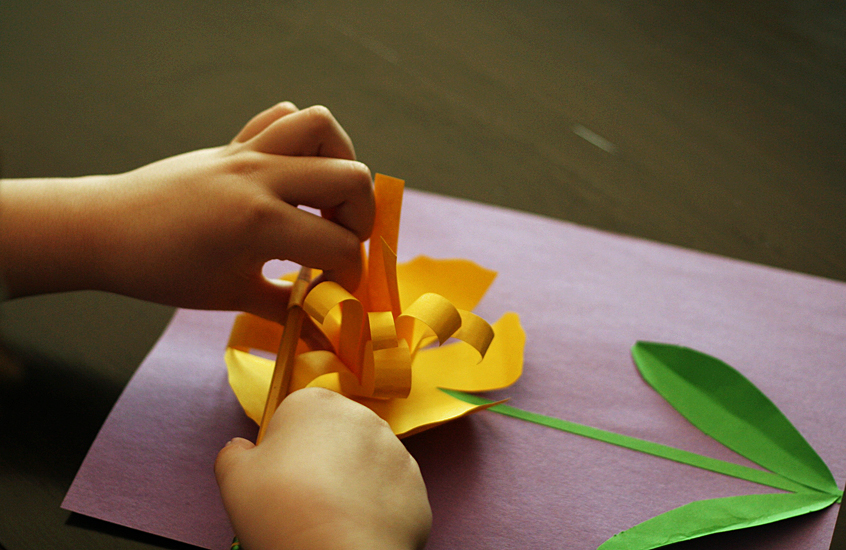 paper-daffodils-center-curling