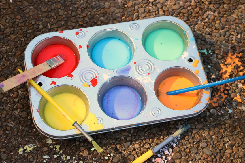 Easy DIY Sidewalk Chalk Paint for Kids! Take summer art outside with chalk paint!