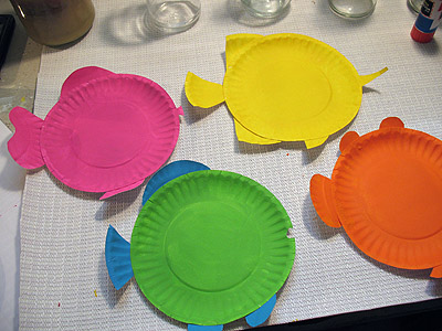 Use a glue stick to attach the fish pieces to the appropriate plates gluing the pieces to the back. & Paper Plate Tropical Fish | Make and Takes