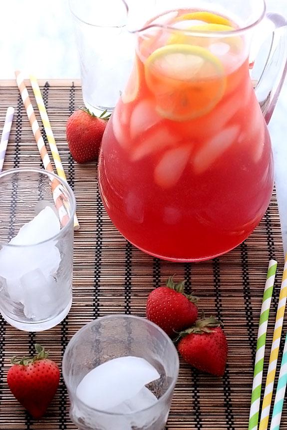 Strawberry Lemonade Iced Tea for Summer Parties