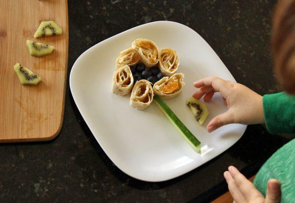 Tortilla pinwheel flower for kids