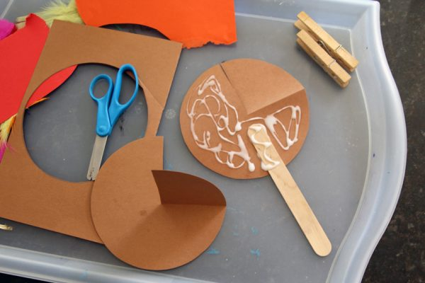 Paper turkey stick puppet project for Thanksgiving