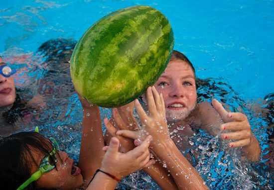 22 summer pool party ideas when it 39 s hot outside make - Watermelon ball swimming pool game ...