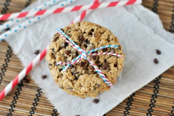 oatmeal-chocolate-chip-cookies-photo.jpg.pagespeed.ic.r3iFWo6iwV